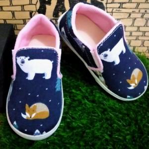 Harga sepatu slip on anak anak gambar beruang   | HARGALOKA.COM
