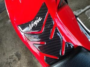 Harga stiker timbul tank pad protector tangki ninja r s | HARGALOKA.COM