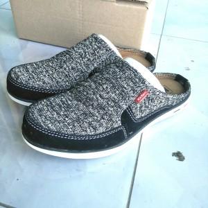 Harga sepatu sandal kickers pria slop pria   perak | HARGALOKA.COM