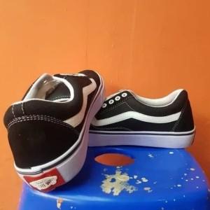 Harga sepatu casual vans old school sneakers grade orie free kaos kaki   black white | HARGALOKA.COM