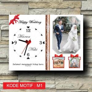 Harga kado jam dinding foto custom hadiah pernikahan ulang tahun wisuda   30x40 motif | HARGALOKA.COM