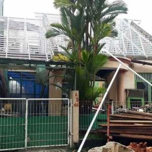 Harga renovais bongkar atap lama ganti baja | HARGALOKA.COM