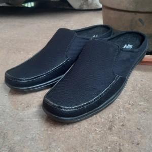 Harga sepatu sandal pria bustong pria kanvas slop pria kickers   hitam | HARGALOKA.COM