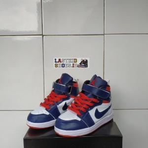 Harga sepatu sneakers anak laki laki nike jordan navy white | HARGALOKA.COM
