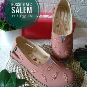Harga sendal sepatu wanita kickers murah   salem | HARGALOKA.COM