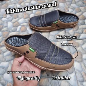 Harga kickers sepatu sandal sepatu pria sandal slide   coklat muda | HARGALOKA.COM