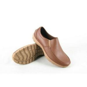 Harga sepatu pantofel karet pria att awk 578 hitam hadir dengan bahan lentu   tan | HARGALOKA.COM