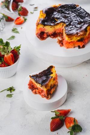Harga basque burnt cheese cake rasa strawberry kue ulang tahun dan hari raya   15 | HARGALOKA.COM