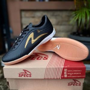 Harga sepatu futsal specs infinity terlaris murah bonus kaos kaki   black gold   HARGALOKA.COM