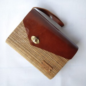 Harga tas clutch lidi cambia kulit asli coklat kurma unik oleh oleh   HARGALOKA.COM