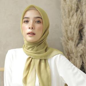 Harga hijab segi empat bella square polos   kerudung segi empat   | HARGALOKA.COM