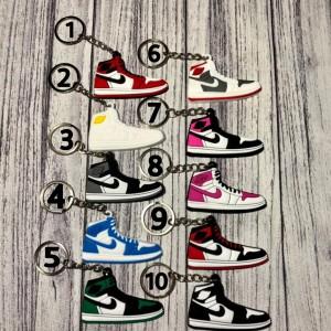 Harga gantungan kunci sneakers keychain   jordan | HARGALOKA.COM
