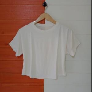 Harga atasan pendek polos batwing crop wanita kaos polos atasan kaos murah   putih all | HARGALOKA.COM