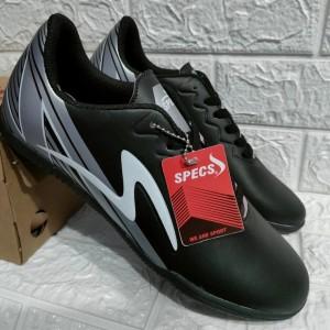 Harga sepatu futsal specs paket gratis kaos kaki amp deker   black silver   HARGALOKA.COM