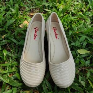 Harga sepatu wedges wanita tinggi 7cm bahan jelly karet   putih | HARGALOKA.COM