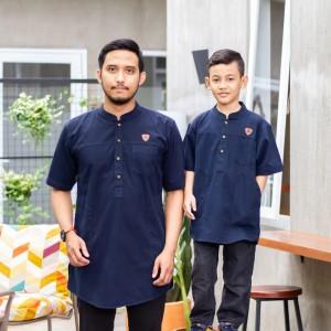 Harga baju muslim couple pria ayah dan anak koko   biru navy 1 set   HARGALOKA.COM