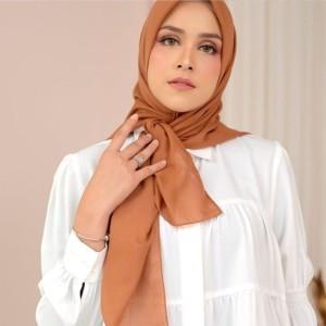 Harga hijab segi empat bella square polycotton polos warna   | HARGALOKA.COM