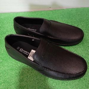 Harga sepatu karet pantofel pria tahan air   hitam polos | HARGALOKA.COM