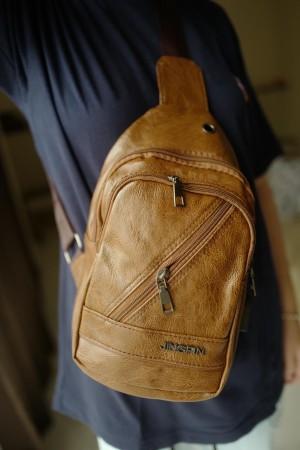 Harga tas kulit good quality selempang usb port hole headset hm | HARGALOKA.COM