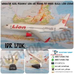 Harga miniatur pesawat lion air boeing 737 900er skala 1 200 21cm | HARGALOKA.COM
