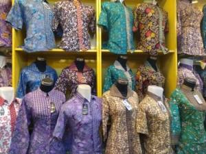 Harga batik couple blouse wanita seragam kerja ika fashion tanah abang | HARGALOKA.COM