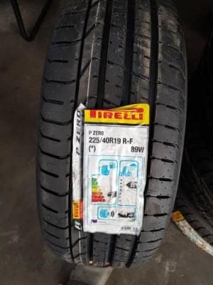 Harga ban mobil run flat pirelli 225 40 19 run flat oem mini | HARGALOKA.COM