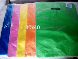 Harga kantong plastik baju hd oval polos uk 30x40 kantong belanja | HARGALOKA.COM