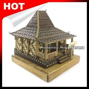 Harga miniatur rumah adat jawa timur joglo dari bambu   | HARGALOKA.COM