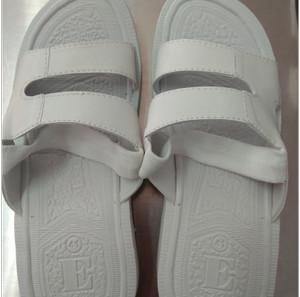 Harga sepatu sandal slop haji umroh pria spon putih polos | HARGALOKA.COM