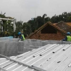 Harga bongkar atap lama pasang rangka baja atap metal   HARGALOKA.COM