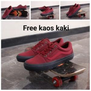 Harga sepatu main pria vans old school 3 warna sneakers bonus free kaos kaki   hitam | HARGALOKA.COM