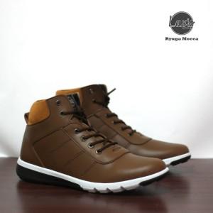 Harga sepatu sneakers pria lavio ryuga sepatu casual booth   HARGALOKA.COM