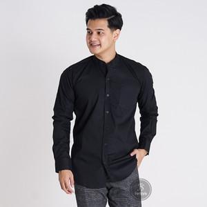 Harga baju kemeja lengan panjang casual pria hitam polos slimfit 3114   hitam | HARGALOKA.COM