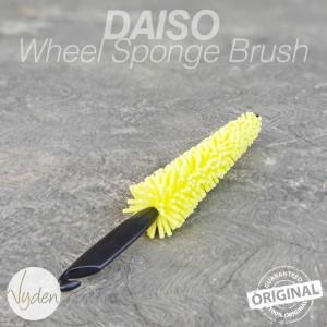 Harga daiso wheel cleaning sponge brush   sikat halus velg mobil | HARGALOKA.COM
