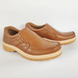 Harga sepatu slip on pria bahan kulit asli sol karet lentur warna coklat tan   | HARGALOKA.COM