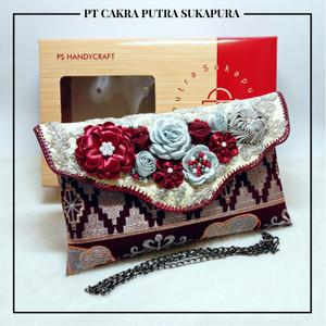 Harga putra sukapura clutch cantik dompet wanita tapis gr khas lampung   maroon | HARGALOKA.COM