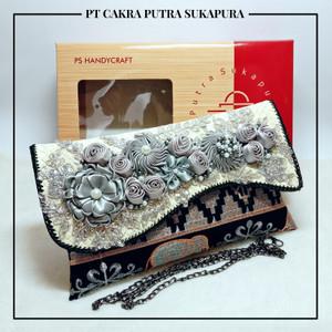 Harga putra sukapura clutch cantik dompet wanita tapis alc khas lampung   hitam | HARGALOKA.COM