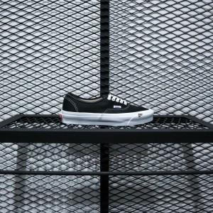 Harga vans vault og authentic lx black true white 2020 | HARGALOKA.COM