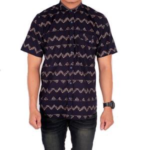 Harga baju kemeja lengan pendek pria hitam polos kombinasi batik   m | HARGALOKA.COM