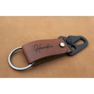Harga gantungan kunci kulit custom leather keychain custom nama kulit   grafir 1 | HARGALOKA.COM