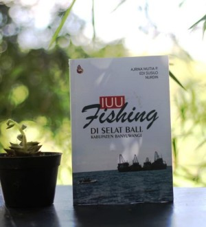 Harga buku iuu fishing di selat bali kabupaten   HARGALOKA.COM