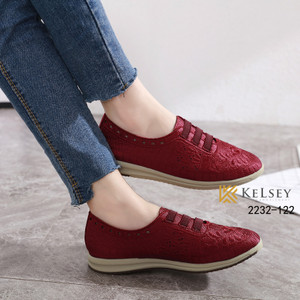Harga sepatu sneakers wanita original kelsey 2 cm rata impor kanvas 2232 122   red | HARGALOKA.COM