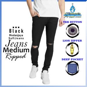 Harga celana soft jeans gammaprod slim fit pria ripped lutut medium big size   black 27 28   HARGALOKA.COM