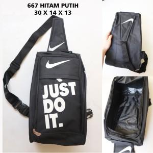 Harga tas sepatu cowok nike 667 hitam putih   sport bag murah | HARGALOKA.COM