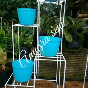 Harga rak besi tanaman hias model 4susun jasa pengiriman via grab | HARGALOKA.COM