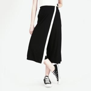 Harga celana kulot deep black offwhite cullote 42024l8bs   logo jeans   | HARGALOKA.COM