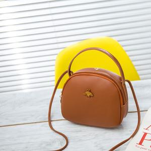 Harga tas selempang wanita bulat kecil lebah kumbang lomenia kulit tas008   | HARGALOKA.COM